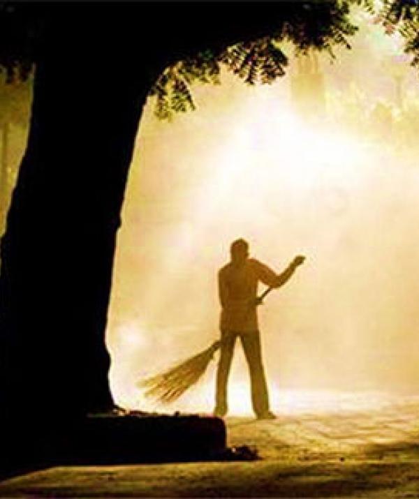 Mục đích của đạo Phật - Quý bà sang trọng và ông lão quét rác